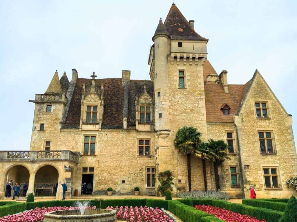 20 best castles in france to visit france 39 s most for Castles to stay in france