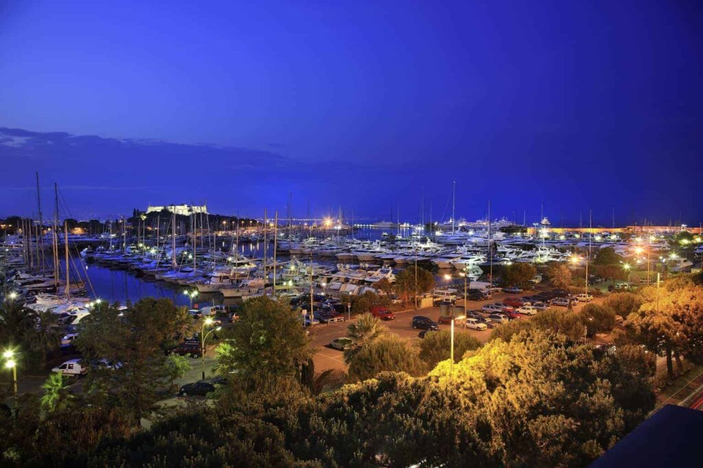 Short Breaks to France - Antibes - LLW